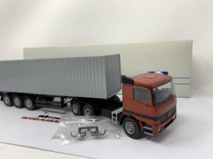 Conrad 40109 MERCEDES ACTROS 3 AXLES TRUCK container 1:50