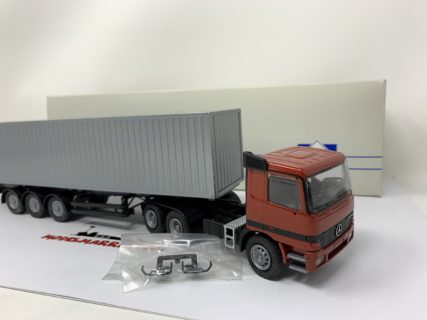 Conrad 40109 MERCEDES ACTROS 3 AXLES TRUCK container 1:50