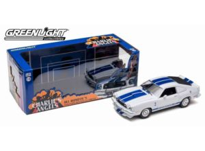 *PREORDINE*1976 Ford Mustang Cobra II *Charlies Angels*, white with blue stripes in nice Charlies Angels packaging