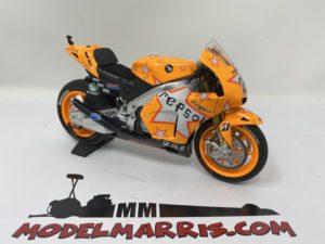 MINICHAMPS – HONDA – RC212V TEAM HONDA REPSOL N 27 ARAGON MOTOGP WORLD CHAMPION 2011 CASEY STONER