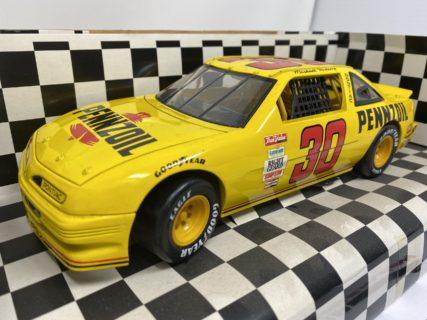 ERTL American Muscle -PONTIAC- Michael Waltrip #30 PENZOIL 1/18 NASCAR 1992 scatola originale USURATA