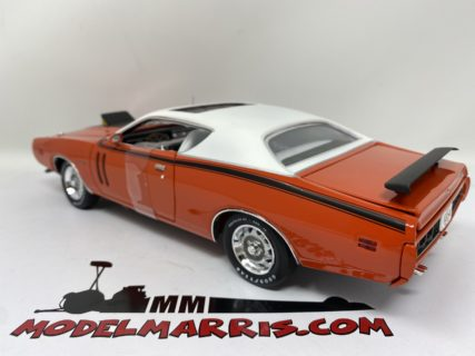 Autoworld DODGE CHARGER R-T ORANGE-WHITE 1971 1:18