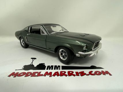 GREENLIGHT – FORD USA – MUSTANG GT FASTBACK 1968 FROM THE MOVIE BULLIT – WITH STEVE McQUEEN FIGURE