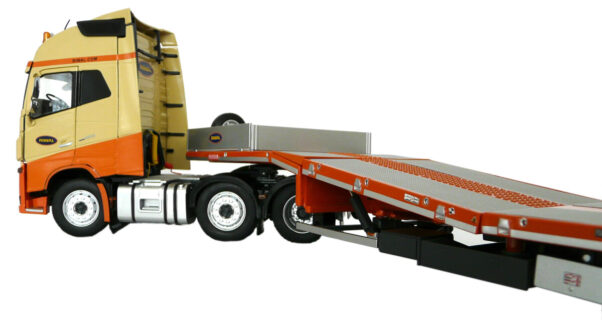 MCOS 3-AXLE SEMI LOWLOADER WITH VOLVO 6X2 – 575.42.20 – 1:32