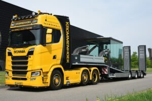 Krommenhoek Scania S 6×2 with a 3-axle Semi Low Loader – IMC – 32-0062 – 1:50