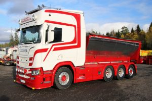 Killingmo Freseservice AS; SCANIA R HIGHLINE   CR20H 8X4 RIGED   TRUCK   HOOKLIFT SYSTEM + HOOKLIFT CONTAINER ASPHALT – WSI – 01-3336 – 1:50
