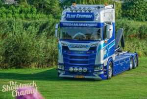 Klein Kromhof; SCANIA S HIGHLINE | CS20H 6X2 TAG AXLE RIGED | HOOKFLIFT SYSTEM + CONTAINER 40M3 – WSI – 01-3325 – 1:50