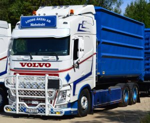 * PREORDINE – Q2 – 2021 * – Loods Akeri; VOLVO FH4 GLOBETROTTER 6X2 TAG AXLE HOOKLIFT SYSTEM + HOOKLIFT CONTAINER 40m3 – WSI – 01-3342 – 1:50