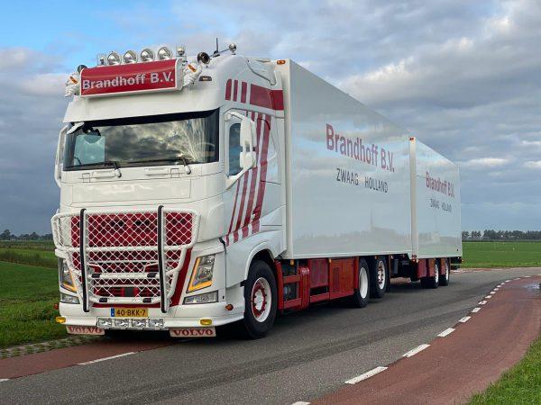 Brandhoff Transport; VOLVO FH4 GLOBETROTTER XL 6X2 TAG AXLE COMBI - 5 AXLE - 01-3363