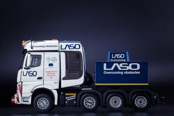 * PREORDINE - 1Q-2021 * - LASO Mercedes-Benz Actros Bigspace 8x4 with Ballastbox and Ballastparts - IMC - 32-0091 - 1:50