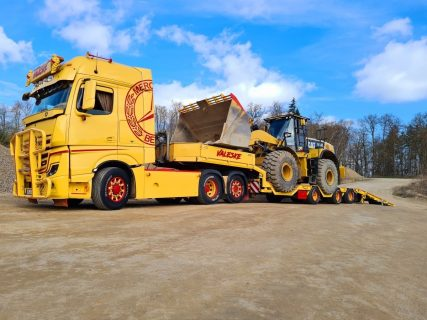 VALESKE – MERCEDES-BENZ ACTROS GIGASPACE 6X2 WITH NOOTEBOOM SEMI LOW LOADER WITH WHEEL WELLS – IMC – 32-0162 – 1:50